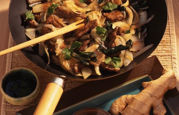 wok de petits légumes parfumés, agneau et gingembre